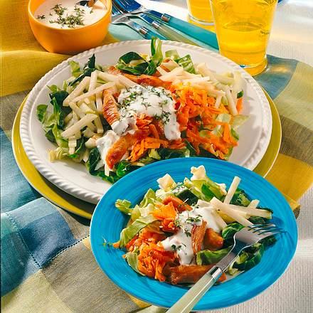 Spitzkohl-Möhren-Salat mit knusprigen Putenstreifen Rezept