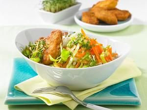 Spitzkohl-Möhren-Salat mit Nuggets Rezept