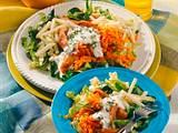 Spitzkohl-Möhren-Salat mit Putenstreifen Rezept