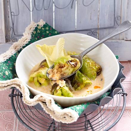 Spitzkohl-Röllchen mit Linsen, Cashewkernen und Frischkäse Rezept
