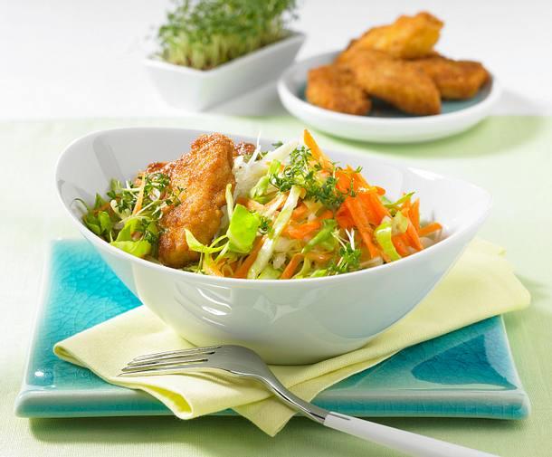 Spitzkohl-Salat mit Nuggets Rezept