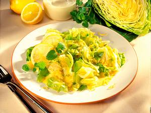 Spitzkohlgemüse in Zitronen-Sahnesoße Rezept
