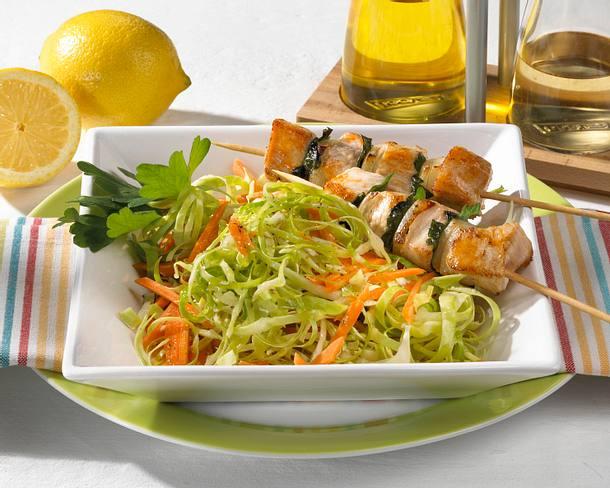 Spitzkohlsalat mit Putenspießen Rezept
