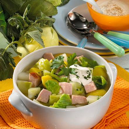 Spitzkohlsuppe mit Kasseler, Kohlrabi und Kartoffeln Rezept