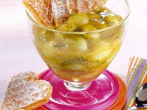 Stachelbeer-Grütze mit Waffelherzen Rezept
