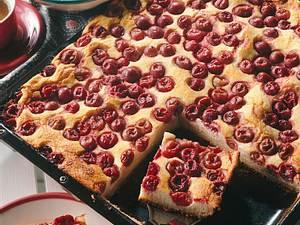 Stachelbeer-Hefekuchen mit Quark-Grieß-Guss Rezept