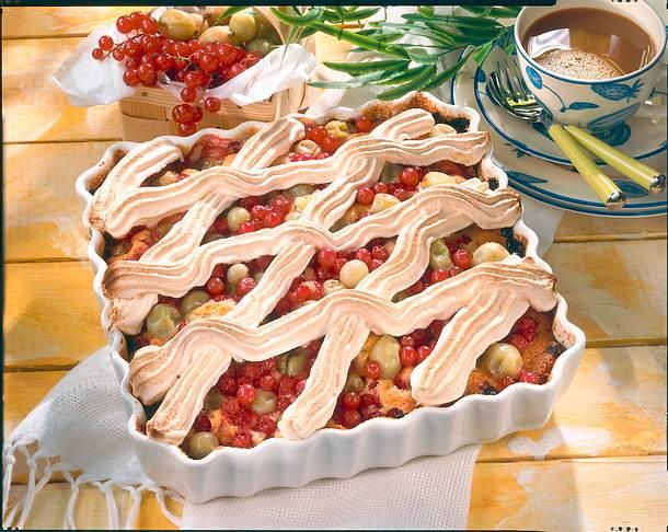 Stachelbeer-Johannisbeer-Kuchen mit Baisergitter Rezept