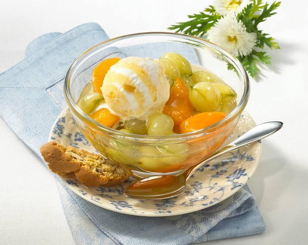 Stachelbeer-Kompott mit Eis Rezept