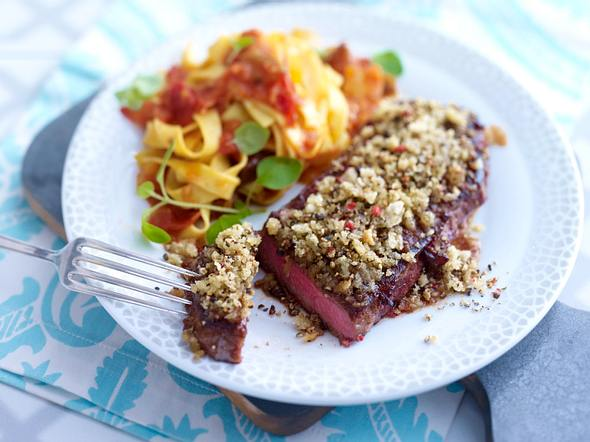 Steak mit Pfefferkruste und Ratatouille-Nudeln Rezept
