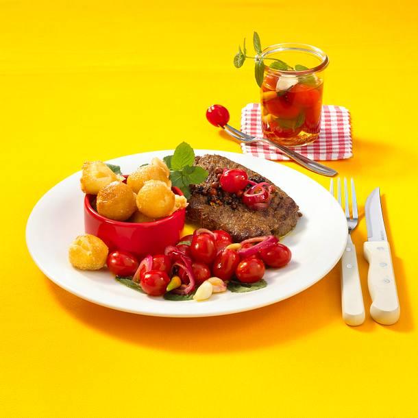 Steak zu eingelegten Tomaten und frittiertem Mozzarella Rezept