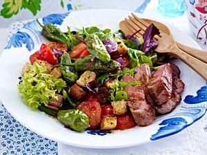 Steak zu Gemüsesalat mit Pimientos Rezept