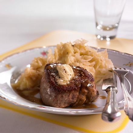 Steak zu Trüffelpüree mit Sauerkraut  Rezept
