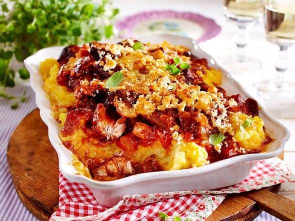Steckrüben-Gulasch-Pie mit Käse-Brösel-Kruste Rezept