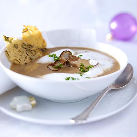 Steinpilzsüppchen mit Parmesan-Petersilien-Chips Rezept