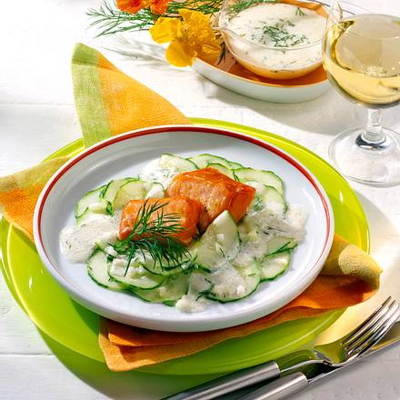 Stremel-Lachs auf Gurkensalat Rezept