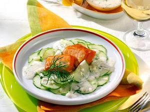 Stremellachs auf Gurkensalat Rezept