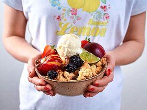 Streusel-Bowl mit Früchte-Allerlei Rezept