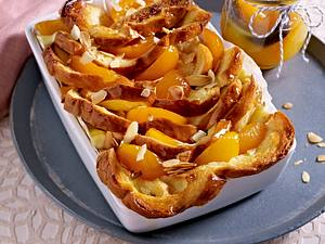 Stuten-Auflauf mit karamellisierten Honig-Aprikosen und Mandelblättchen Rezept