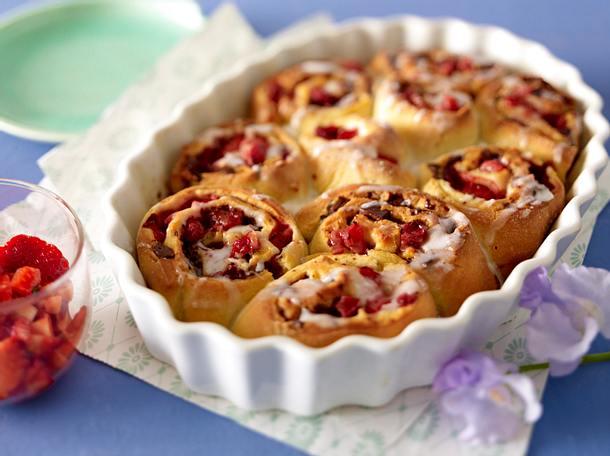 Süße Erdbeer-Schokoladen-Schnecken Rezept