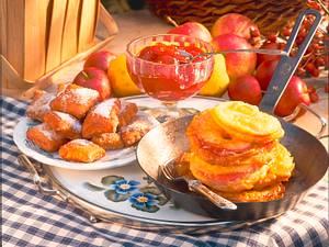 Süße Hefekissen und Apfelbeignets Rezept