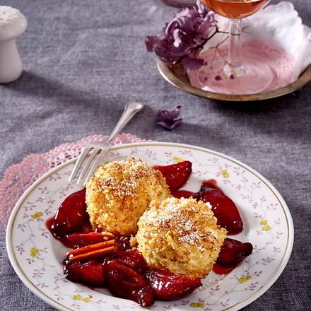 Süße Knödel mit Rotweinzwetschen Rezept