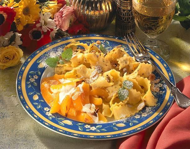 Süße Mandelnudeln mit Aprikosen Rezept