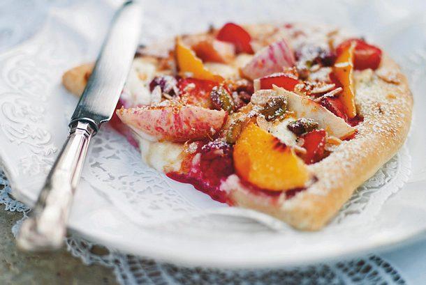 Süße Pizza mit Mascarpone und frischen Pfirsichen Rezept