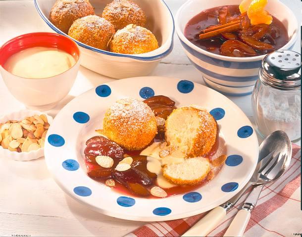 Süße Quarkknödel mit Zimt- Pflaumen und Vanille-Joghurt Rezept