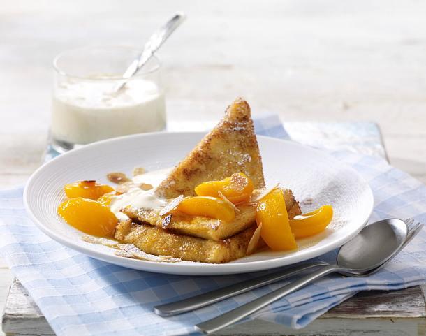 Süßes Frenchtoast mit Nutellafüllung und karamellisierten Aprikosenspalten zu Vanilleeissoße Rezept
