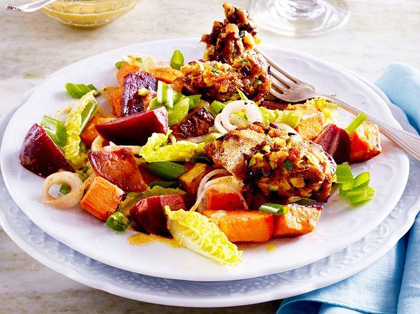 Süßkartoffel-Rote Bete-Salat mit Veggie-Köfte Rezept