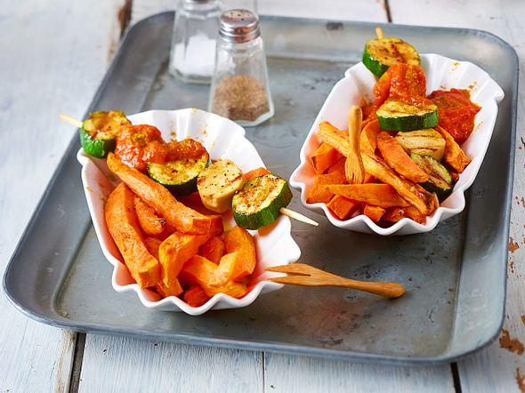 Süßkartoffel-Pommes mit Veggi-Currywurst-Spieß Rezept