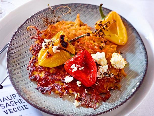 Süßkartoffelrösti mit Grill-Paprika und Ziegenfrischkäse Rezept