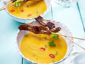 Süßkartoffelsuppe mit gebratenen Saté-Spießen Rezept