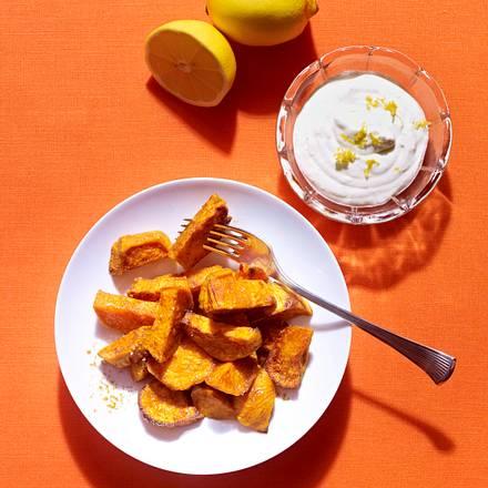 Süßkartoffelwedges mit Zitronen-Crème fraîche Rezept