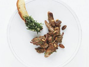 Süßsaure Schulter vom Kaninchen mit Mangold-Kräuterbrot (Alain Ducasse) Rezept