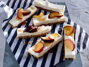 Summer-Cheesecake-Bars mit Sommerpflaumen Rezept