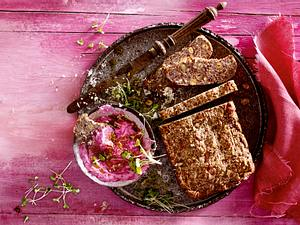 Superfood-Brot mit Rote-Bete-Aufstrich Rezept