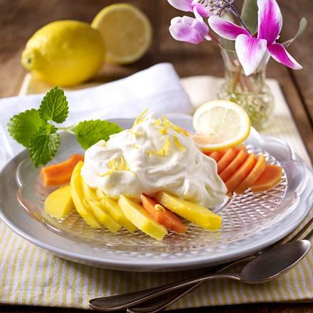 Syllabub (Zitronencreme) auf Mango-Papaya-Salat Rezept