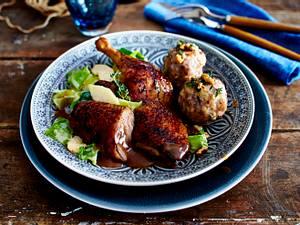 Sylter Ente auf karamellisiertem Apfel-Spitzkohl und Preiselbeersoße Rezept