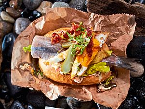 Sylter Fischbrötchen Matjes mit Sansibar-Geheimnis Rezept