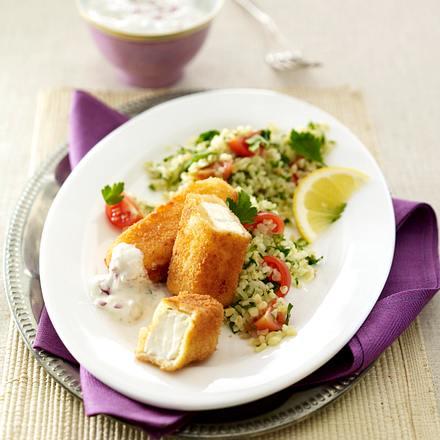 Tabouleh (Bulgur-Petersiliensalat) zu gebratenen Fetasticks und Knoblauchdip Rezept
