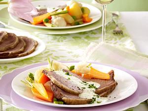 Tafelspitz mit Kräutersoße zu Bouillon-Gemüse Rezept