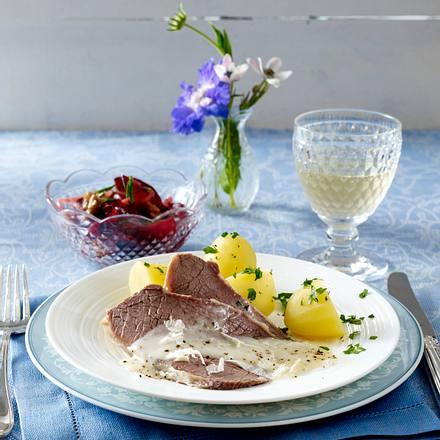 Tafelspitz Mit Meerrettichsoße Und Rote Bete Salat Mit