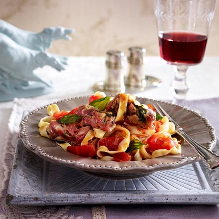 Tagliatelle mit Pancetta-Röllchen Rezept