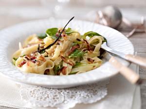 Tagliatelle mit Vanille-Carbonara und Feldsalat Rezept