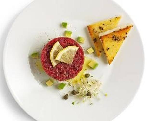 tatar mit avocado und zitronen knoblauch toast rezept lecker. Black Bedroom Furniture Sets. Home Design Ideas