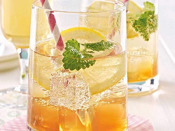Tee-Drink mit Tonic auf Eis Rezept