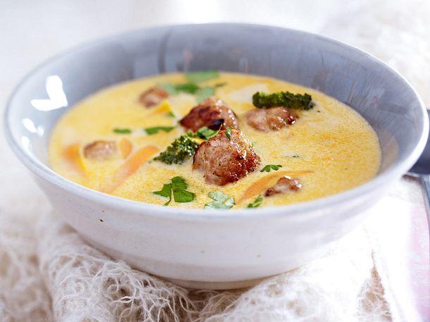 Thai-Currysuppe mit Ingwer-Mettbällchen