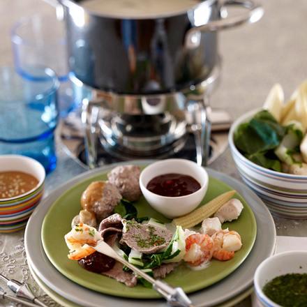 thai fondue mit fleisch und fisch rezept chefkoch rezepte auf kochen backen und. Black Bedroom Furniture Sets. Home Design Ideas