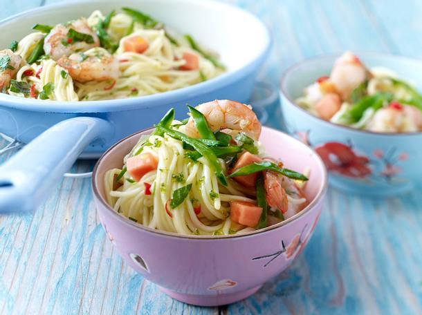 Thai-Nudeln mit gebratenen Garnelen und Chili-Limetten-Öl Rezept